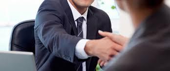 Il manager delle risorse umane licenzia il capo del personale